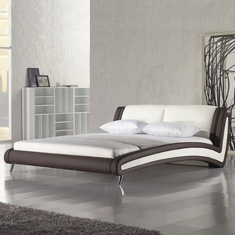 cadre de lit matelass west village cuir synth tique blanc et marron. Black Bedroom Furniture Sets. Home Design Ideas