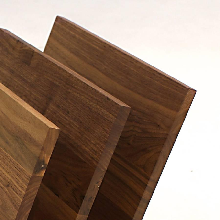 zeitschriftenst nder macress nussbaum massiv edelstahl home24. Black Bedroom Furniture Sets. Home Design Ideas