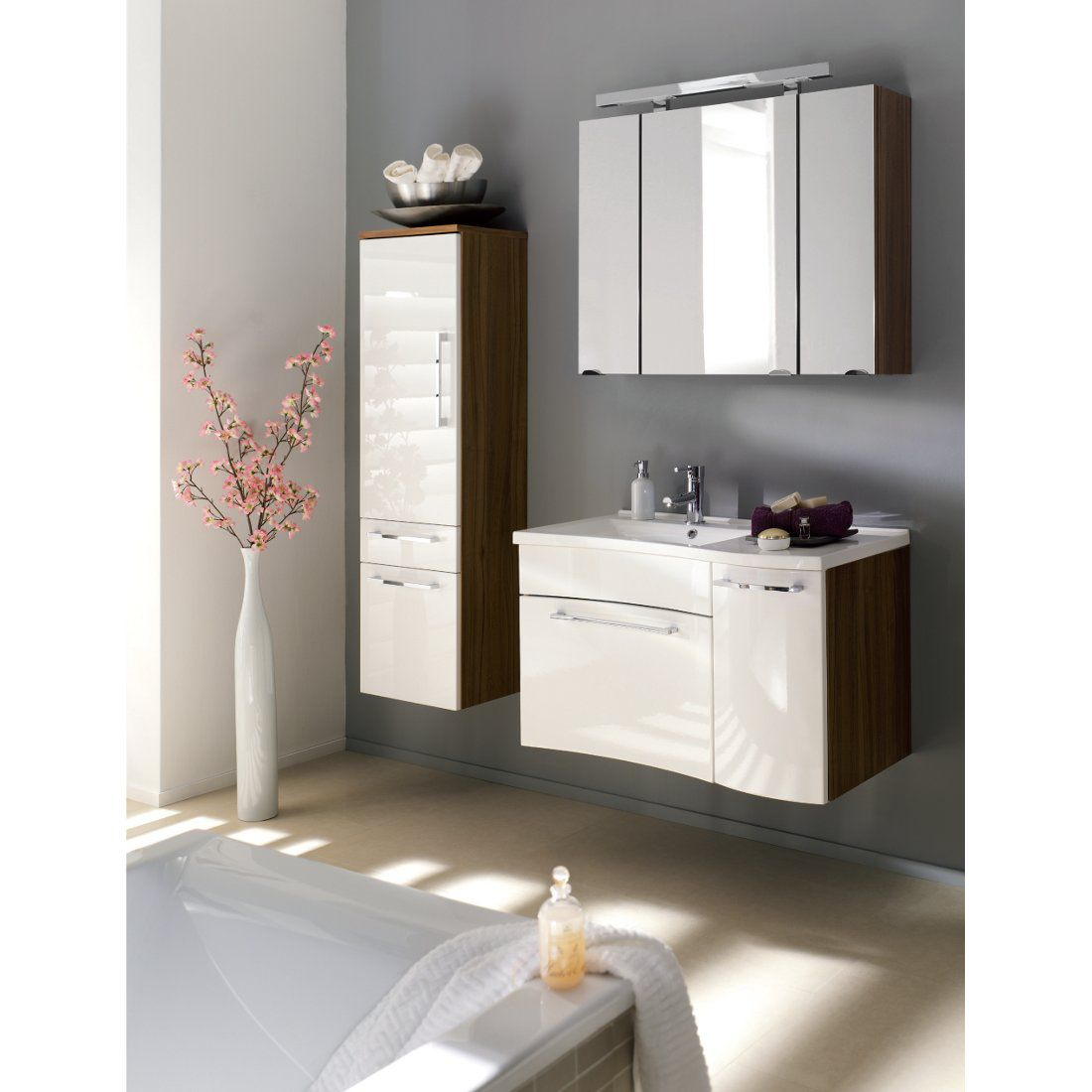 badprogramm fontana sparset 3 teilig walnuss nachbildung wei. Black Bedroom Furniture Sets. Home Design Ideas