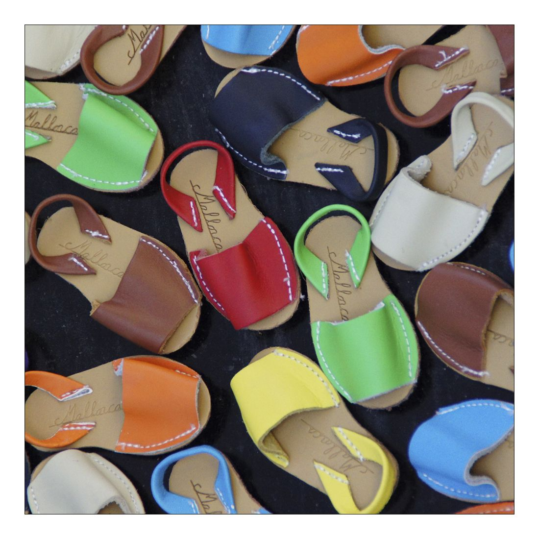 Leinwandbild COLOURFUL SANDALS – Abmessung 120 x 30 cm, Gallery of Innovative Art günstig