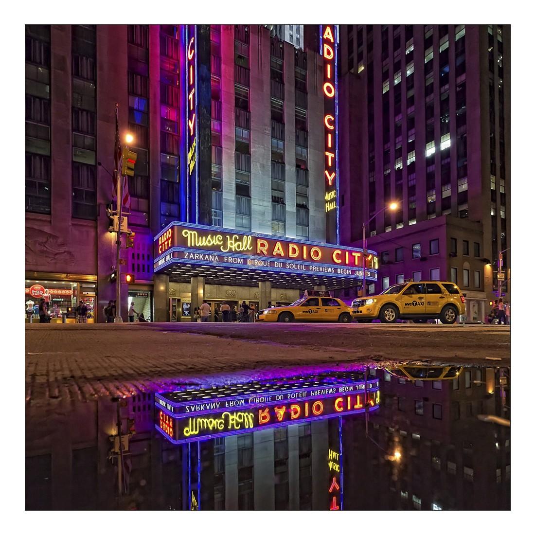 Leinwandbild RADIO CITY DOWNTOWN NEW YORK – Abmessung 80 x 80 cm, Gallery of Innovative Art online bestellen