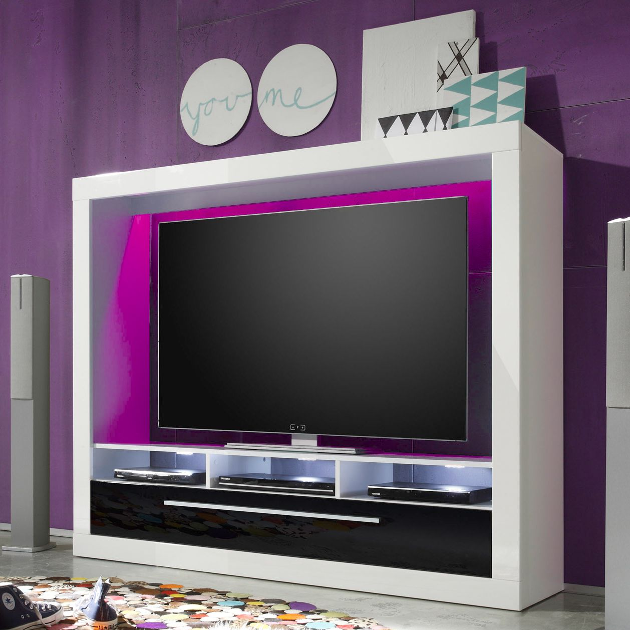tv wand baltinava i hochglanz wei hochglanz schwarz. Black Bedroom Furniture Sets. Home Design Ideas