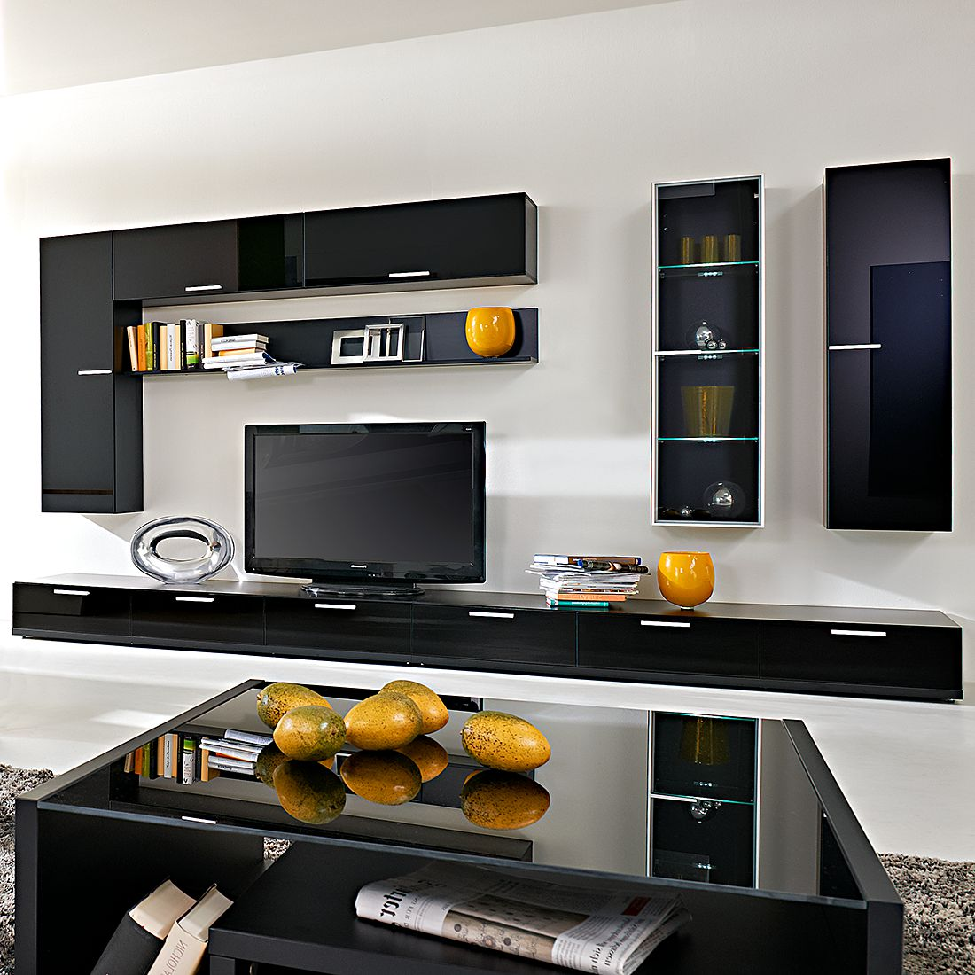 wohnwand game 8 teilig mit absetzung schwarzglas. Black Bedroom Furniture Sets. Home Design Ideas
