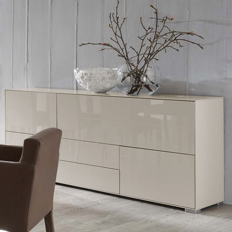 sideboard hochglanz beige raum und m beldesign inspiration. Black Bedroom Furniture Sets. Home Design Ideas