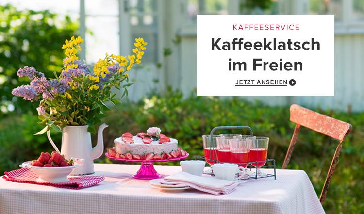 Kaffeetisch im Garten
