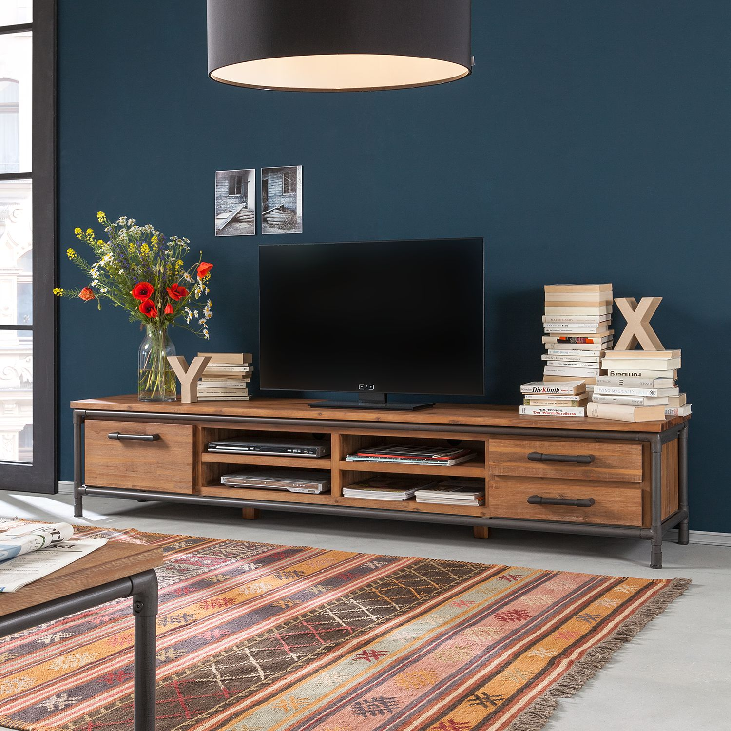 tv lowboard teak excellent tv tisch aus finest baumstamm teak fr den essbereich with tv. Black Bedroom Furniture Sets. Home Design Ideas