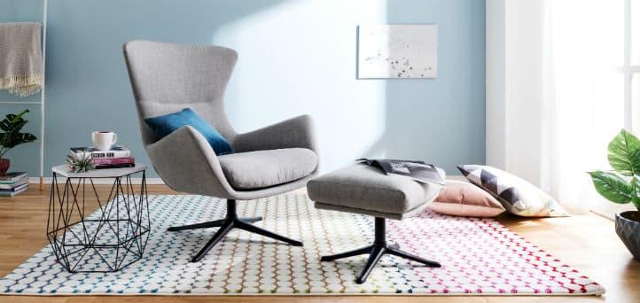 Graue moderne sessel aus stoff mit hocker bei home24