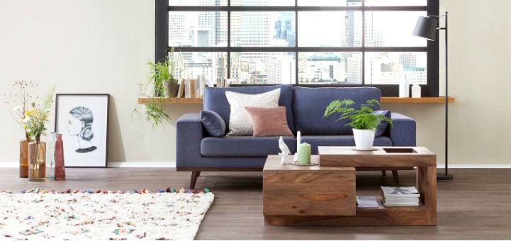 Holz couchtisch mit sofa und decor - Natur stil - home24