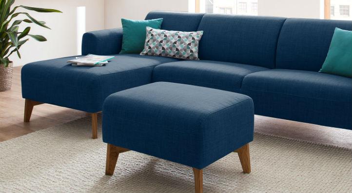 Pouf repose-pieds en tissu bleu avec canapé assorti - home24