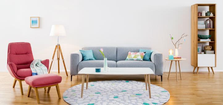 Canapé gris moderne avec fauteuil rose - home24