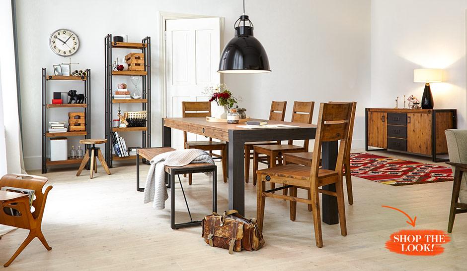 Eetkamer uitgerust met industriële stijl met meubels gemaakt van een mix van hout en metaal
